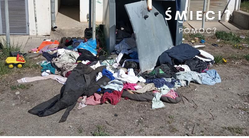 Ubrania, kontenery, śmieci.